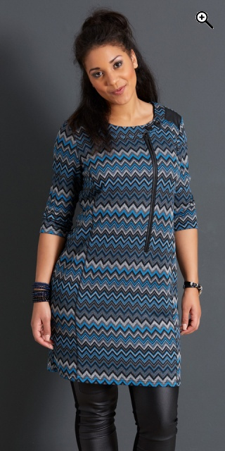 Handberg - Tunika klänning med 3 4 ärmar och i super smart mönster ... 5859adf261f43