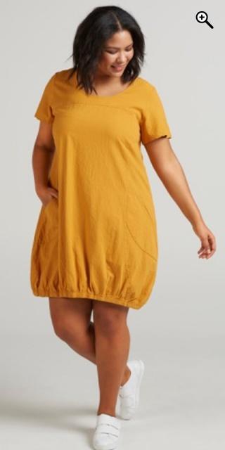 63af6c58 Zizzi - Sommer kjole med korte ærmer og 2 lommer, afsluttes med elastik  forneden. - Storm blue