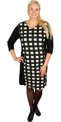 Handberg - Nice dress with 3/4 sleeves and chequered fabric. Black galons in the sides