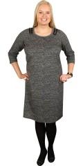 Zhenzi - Elegant efterårs kjole i twill look med 3/4 ærmer og slidse i nakken samt pyntelynlåse over skuldrene