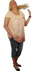 DNY (Marc Lauge) - Becca tunica med flot hæklet hals og hæklede ærmer. lækker chiffon med fastsyet underkjole, som giver let balloneffekt