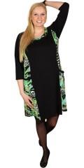 Handberg - Smart kjole med print og kantet hals. lommer i siderne og 3/4 ærmer