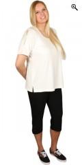 Q´neel - T-shirt med rund hals og flotte huller i ærmerne, syet med sølv tråd