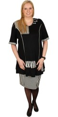 Nais - Stylish tunica with short sleeves in smart black white colours and fields