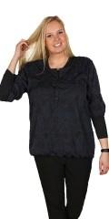 Cassiopeia - Smart bluse med 3/4 ærmer og stolpelukning i flot grafisk print