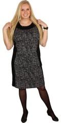 Q´neel - Klänning/spencer klänning utan ärmar med rund hals och smart bantning svart paneler i sidan som giva en vacker stil framsida och bakom.