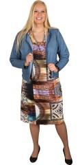 Q´neel - Super smart klänning med vacker mönster, rund hals och korta ärmar, faller verkligen vacker och i lätt a-formad