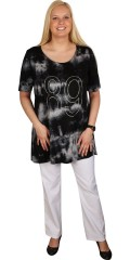 Que (Godske Group) - T-shirt in nice batik with short sleeves, round neck and smart pearls. Light a-shaped