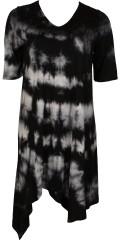 Que (Q´neel) - Tunika klänning i vacker batik med 1/2 ärmar och v-hals, avslutas asymetrisk