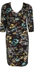 One More (Handberg) - Vacker klänning med 3/4 ärmar i läcker tryck med knut vid bröstet som giva en elegant effekt