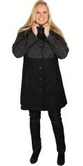 Studio - Flot gennemknappet faconsyet frakke med kinakrave og stiklommer. gennemforet