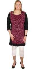 Handberg - Smart kjole med 3/4 ærmer og fint bærestykke. slankende paneler i siderne