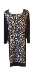Handberg - Smart klänning med 3/4 ärmar och fin bärstycke. Bantning paneler i sidorna