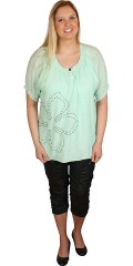 Zhenzi - Short sleeved blouse in light sky quality. rubber band end in sleeves, little and nice flower in rivets