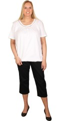 Zhenzi - T-shirt with short sleeves and rubber band end at the bottom. Fine bort at the neck