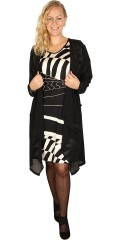 Q´neel - Super flot kjole med vinge ærmer og mønster på forstykket