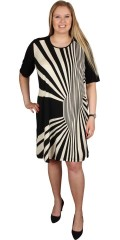 CISO (Brandtex) - Kjole med korte ærmer og rund hals samt super smart mønster i forstykket