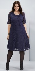 Zhenzi - Blonde kjole med korte ærmer og rund hals