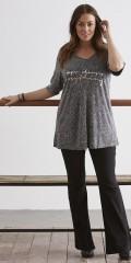 Zhenzi - T-shirt med v-hals og flot tryk på forstykket
