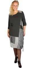 Handberg - Super smart klänning i olika typ tyg och verkligen flera detaljor