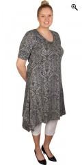Zhenzi - Kjole med korte ærmer og rund hals