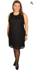 One More - Spets klänning med fast påsydd underklänning och utan ärmar