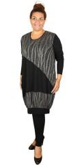 Nais - Kjole med lange ærmer og 2 skrå lommer samt net påsyet