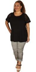 Zhenzi - T-shirt med smock i halsen og søde korte vingeærmer i blonde