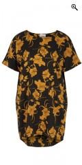 Zizzi - Tunika klänning med korta vinge ärmar och vacker tryck