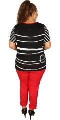 One More (Handberg) - T-shirt med korte ermer, striper foran og fine strikk med striper samt knapper bak