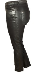 Que - Black que stretch pants with black diamonds at the bottom on the legs