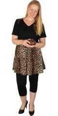 Studio - Super smart tunika med korte ærmer og i leopard flæser forneden