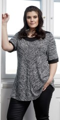 Zhenzi - T-shirt with short sleeves and loose fit
