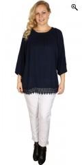Zhenzi - Bluse crepe med elastik i hals og ærmer samt blonde i bund