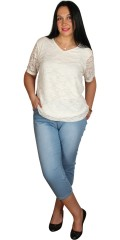 Zhenzi - Blonde t-shirt med hard sydd for og strikk i bunnen