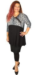 Handberg - Tunica with leopard print and decorate buttons in front piece, with v cutting and 3/4 sleeves