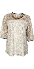 Zhenzi - Tunika bluse med 3/4 ærmer i fantastisk flot blonde, og med fast syet top under