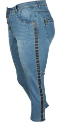 Adia - Curvy fashion jeans pisa stump trousers with super stretch and adjustable rubber band in the waist. Is closed with buttons