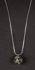 Qnuz - Lang Halskette inkl.. Anhang mit Stein