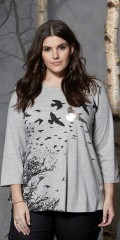 Zhenzi - T-shirt med v-hals og 3/4 ermer og flott trykk