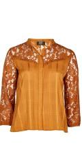 Zoey - Lea skjorta med fina spets över bröst och i ärmarne