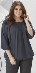 Zhenzi - Blouse in structural tissue viscose with lace sewed on front panel.