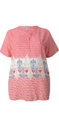 Cassiopeia - Bitte t-shirt with short sleeves and nice v cutting also smart pattern