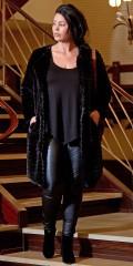 Zoey - Milla fur jakke med 2 skrå lommer samt glat prikket foer og lukkes med trykknapper