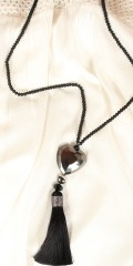 Vanting  - Long necklace with matte black pearls and heart appendix also tassel