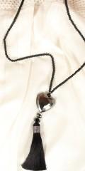 Vanting  - Lang Halskette mit matte schwarze Perlen und Herz Anhang sowie Quaste