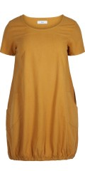 Zizzi - Summer dress with short sleeves and 2 pockets, ends with rubber band at the bottom.