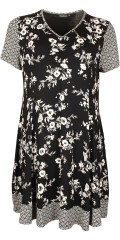 Handberg - Nice roomy printed dress in strechy material with v cutting
