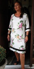 OneMore - Nice printed dress in hard viscose with 3/4 sleeves and with zipper in the neck