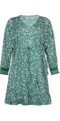Zhenzi - Flott kjole i hard stoff med lange ermer og rysjer nederst